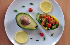 Sałatka z avocado i pomidorków