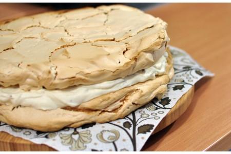 Dakłas, czyli tort bezowy